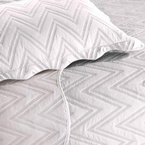colcha-matelasse-sem-costura-casal-buettner-alves-branco-detalhe
