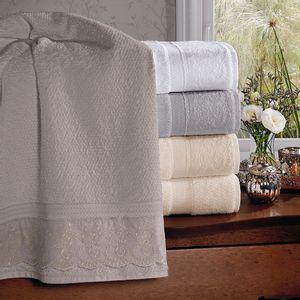 jogo-de-toalhas-5-pecas-em-algodao-500-gramas-por-metro-quadradoe-aplicacao-de-renda-bouton-dely-Cor-Perola-vitrine