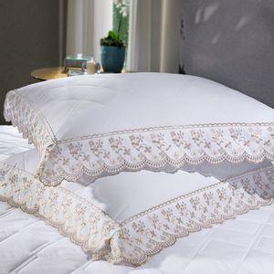 cobre-leito-queen-size-180-fios-e-2-porta-travesseiros-com-renda-bouton-jaqui-Cor-Branco