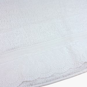 jogo-de-toalhas-5-pecas-em-algodao-500-gramas-por-metro-quadradoe-aplicacao-de-renda-bouton-dely-branco-detalhe