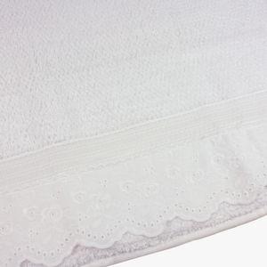 jogo-de-toalhas-5-pecas-em-algodao-500-gramas-por-metro-quadradoe-aplicacao-de-renda-bouton-emily-branco-detalhe
