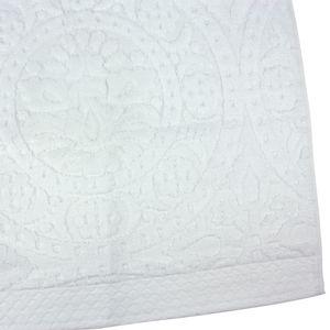 toalha-de-banho-gigante-bouton-mandala-branco-detalhe