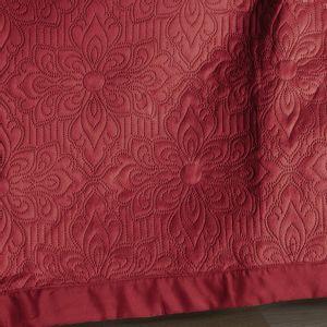 colcha-microfibra-casal-em-matelasse-sem-costura-com-dois-porta-travesseiros-buettner-enos-cor-vermelho-detalhe
