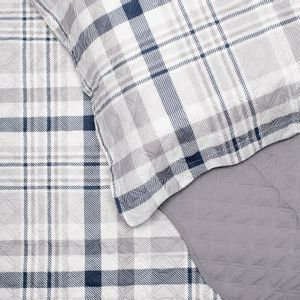 colcha-casal-em-matelasse-com-dois-porta-travesseiros-buettner-henrique-detalhe